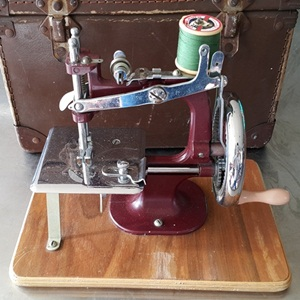 Vintage sewing machine & case